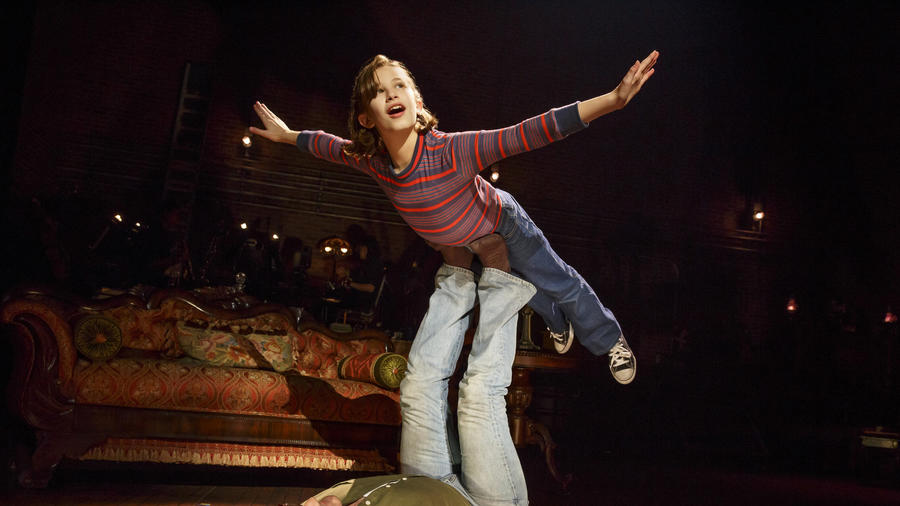 "Alessandra Baldacchino and Robert Petkoff in ""Fun Home"" at Broadway In Chicago/Photo: Joan Marcus"